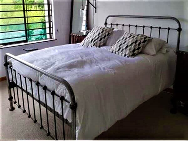 metal bed image